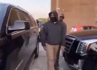 Kanye West junta-se a protesto Black Lives Matter em Chicago