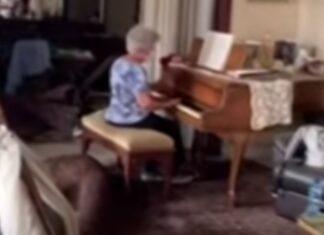 Depois de explosão de Beirute, idosa toca piano na sua casa destruída