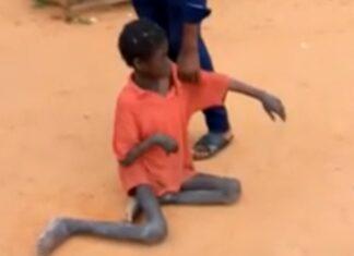 Rapaz de 10 anos encontrado acorrentado em curral de cabras na Nigéria