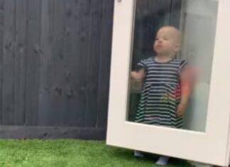 Menina perde sempre ao brincar às escondidas com o pai