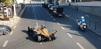 Félix da Costa anda pelas ruas de Lisboa a desfilar com Fórmula E