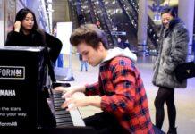 Jovem dá verdadeiro show a tocar piano no metro de Londres