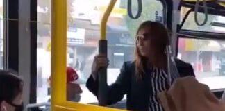 Mulher é atirada porta fora de autocarro depois de cuspir em passageiro