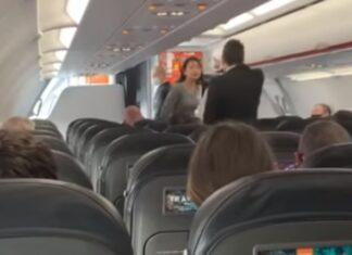 Mulher tosse para cima de passageiros depois de ter sido expulsa de avião por não usar máscara