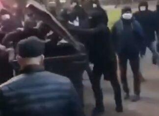 Adeptos ucranianos põem presidente de clube dentro de contentor do lixo