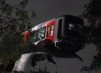 Escultura impede que carruagem de metro caia na Holanda