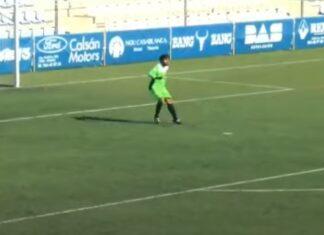 Guarda-redes festeja golo que marcou aos 90+5 e acaba por sofrer outro de volta