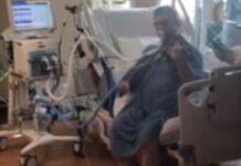 Homem intubado toca violino na unidade de cuidados intensivos