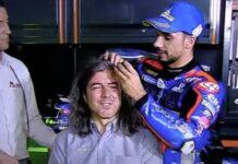 Miguel Oliveira rapa cabelo de comentador que prometeu fazê-lo em caso de vitória do português