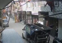 Homem cai para camião do lixo ao tentar atirar saco