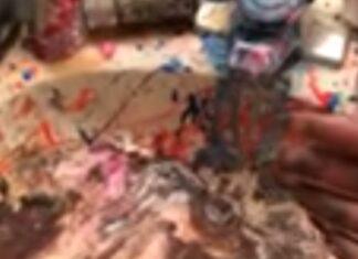 Mãe fica em choque ao ver que filhos brincaram com a maquilhagem