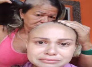 Mãe rapa o cabelo para prestar solidariedade a filha com cancro