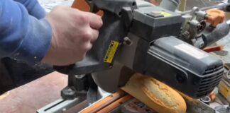 Trabalhador australiano faz sanduíche no meio de obra
