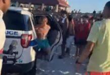Adolescente tenta fugir da polícia depois de ter sido algemado