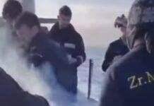 Marinha holandesa faz churrasco em cima de submarino em alto mar