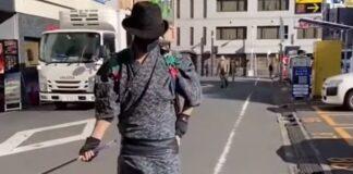 """Japão tem grupo de """"samurais"""" que limpam o lixo das ruas"""