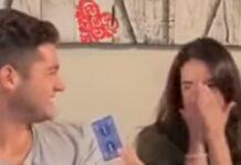 Jovem revela como se faz truque de magia com cartas