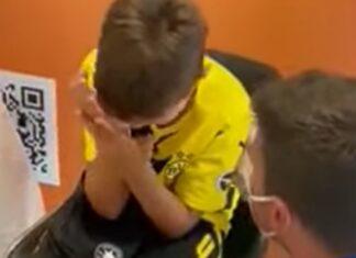 Menino autista entra em pânico ao ser obrigado a fazer o teste de Covid na Ryanair