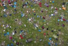 Festivaleiros deixam toneladas de lixo para trás em Inglaterra