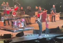 Menina de 11 anos toca bateria em espetáculo dos Foo Fighters